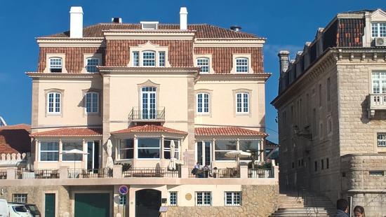 Vista frotal del hotel VillaCascais Guesthouse