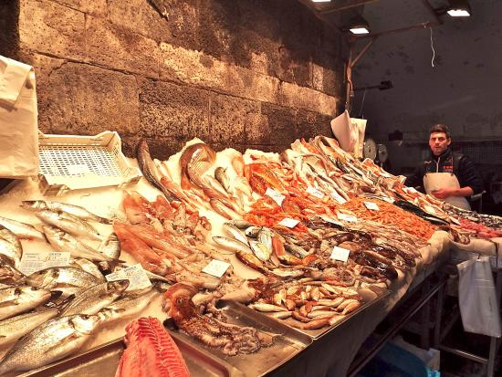 5 Balconi: Local fish market