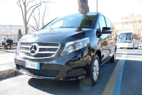 Movartis Limousine Service: The new V class