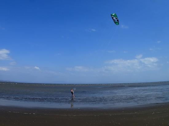 Hotel Hibiscus Garden: kitesurfing right in front of the hotel