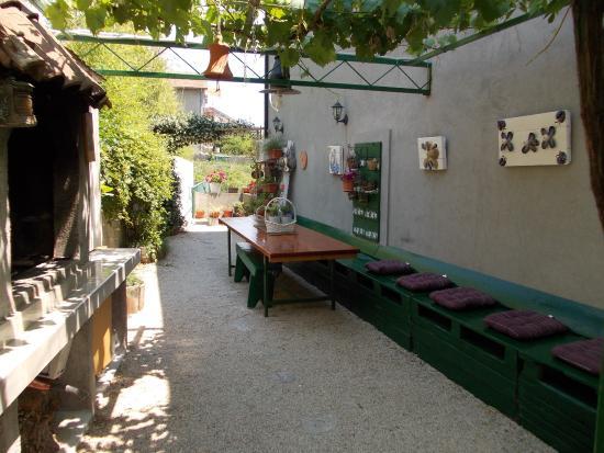 Apartmans Amfora: Garden with BBQ