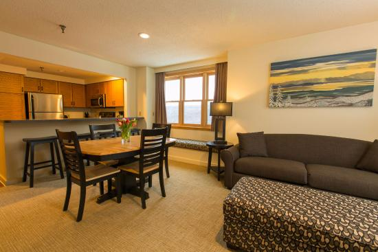 Κοιλάδα Bolton, Βερμόντ: Living Room and Kitchen in our suites