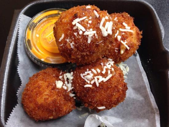 MIX N MAC - MAC & Cheese: Chili Mac and cheese balls