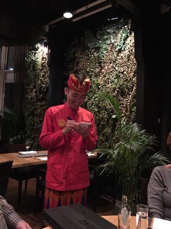 Bali: De keurig aangeklede bediening
