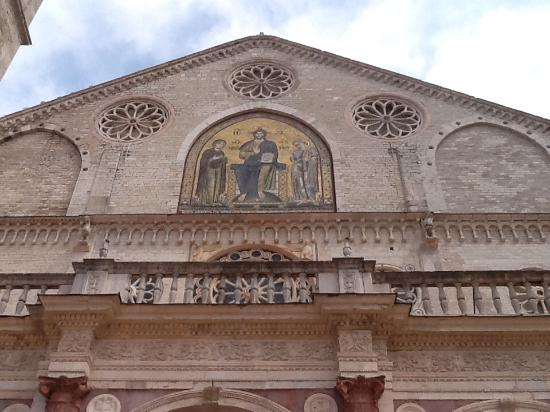 สโปลโต, อิตาลี: Facciata esterna