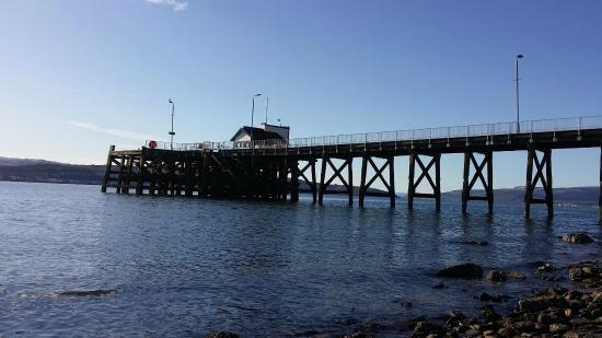 Kilcreggan, UK: Pier from beach