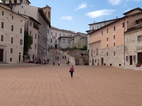 Spoleto, Italy: Piazza duomo