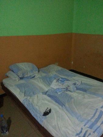 Hotel Michelle : Threadbare sheets