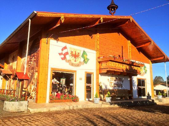 Treze Tílias, SC: Fachada do Mundo Tirolês