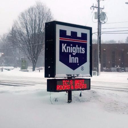 Knights Inn Traverse City: Not the best rooms or rates