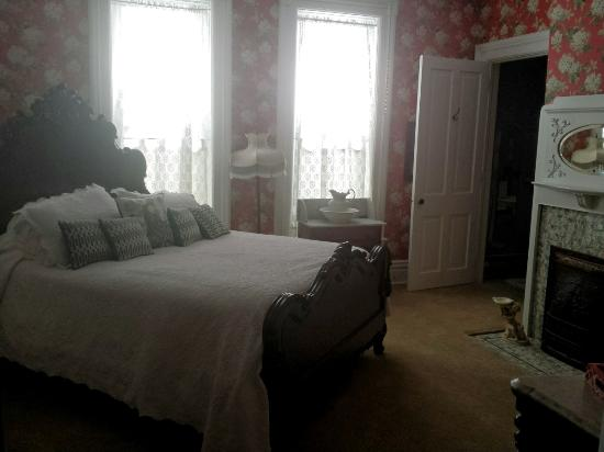 Captain Montague's Bed and Breakfast Photo