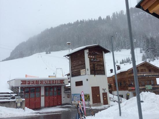 Hotel Rotlechhof: Ski lift in front of the hotel