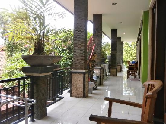 Budha's Guesthouse: Ini adalah balkon depan kamar