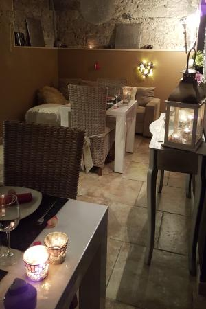 "Villeneuve Les Montreal, Fransa: Salle à manger ""dîner"""