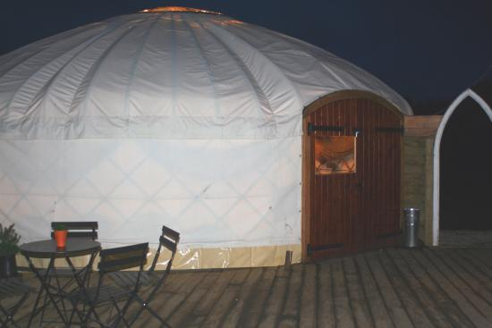 Frampton Mansell, UK: Yurt seating area