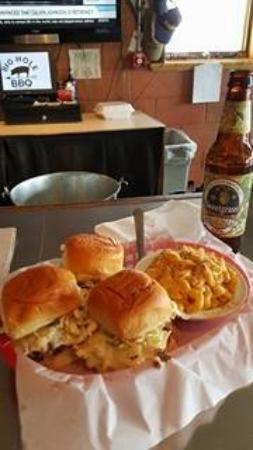 Big Hole BBQ: Kobe Beef Sliders with Mac n Cheese side