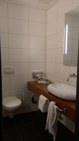 Mercure Hotel Oberhausen Centro: Modernes Badezimmer