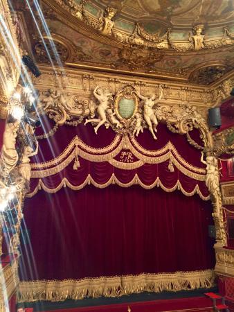 Scène et rideau du théâtre - Picture of Theatre du Palais Royal ...