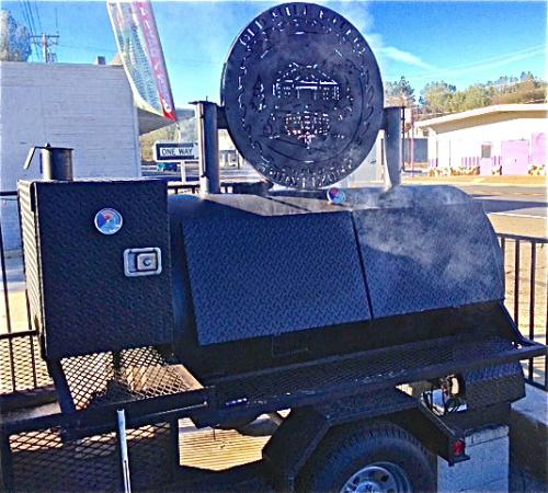 Shasta Lake, CA: Meat cooking out front!