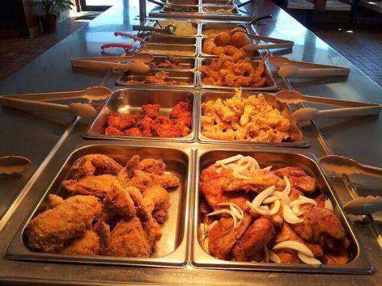 Liberty, تكساس: Hartz Chicken Buffet
