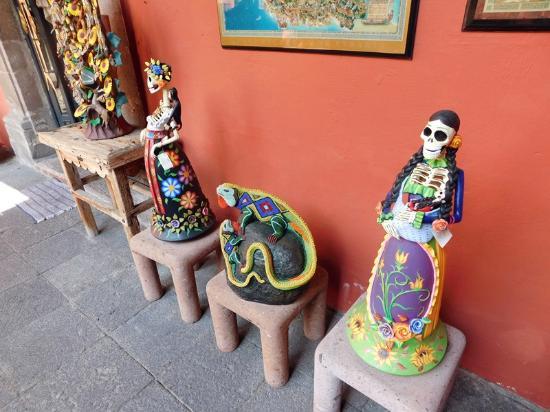 """Casa del Obispo """" Galeria de Arte Popular Mexicano"""": A few items displayed in the courtyard"""