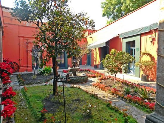 "Casa del Obispo "" Galeria de Arte Popular Mexicano"": Courtyard"