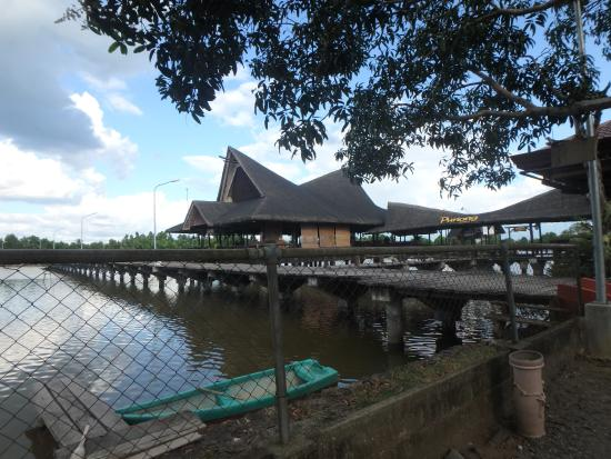 Penong's Barbeque Seafoods and Grill: peace on the water