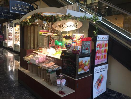 macaron kiosk at union station picture of treat yourself rh tripadvisor com