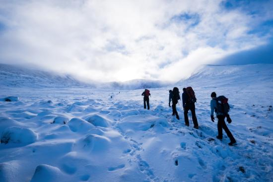 Cairngorm Adventure Guides: Walking into Coire an t'Sneachda