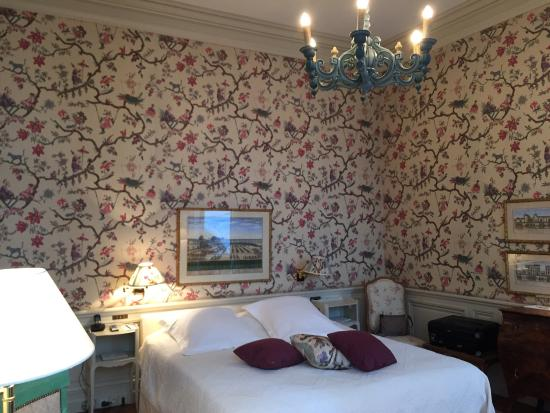 La Mirande Hotel: Very romantic room resign! I was surprised it was not so modern at the first sight but I have to
