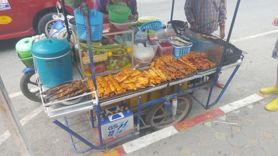 Chawang, Thailand: streetstore food