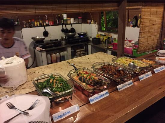 Living Colours Dive Resort: Food here is excellent. Local and western options always available. Fresh ingredients and tasty!