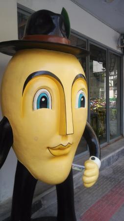 Mango Tango: お店の外にある目印、的な。