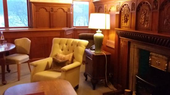 Knockderry House Hotel: Library Suite, Lounge Area