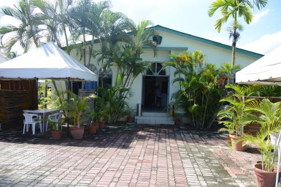 Gino's Hotel: Backpackers Wing