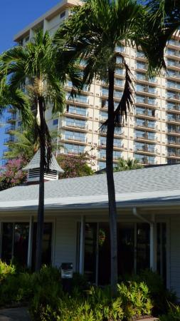 Luana Waikiki Hotel And Suites Parking