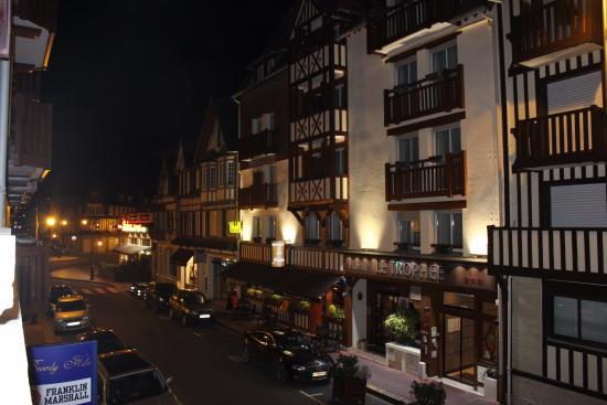 Résidence hôtelière La Loggia : Vue depuis la baie vitrée