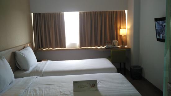 kamar picture of whiz prime hotel pajajaran bogor bogor tripadvisor rh tripadvisor co uk