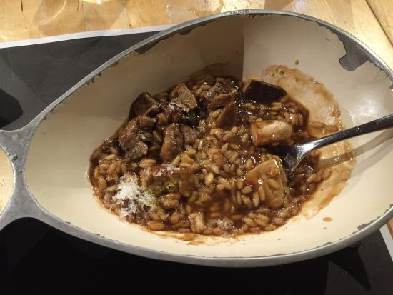 Restaurante la mar salada en pamplona con cocina vasca for Cocina vasca pamplona