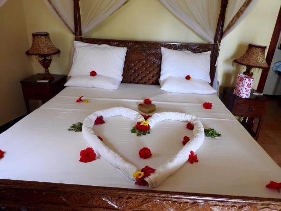 Arabian Nights Suites: Room