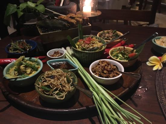 Bumbu Nusantara: Excellent food!  Best decision of our entire trip to try the Balinese cuisine food here!  Defian