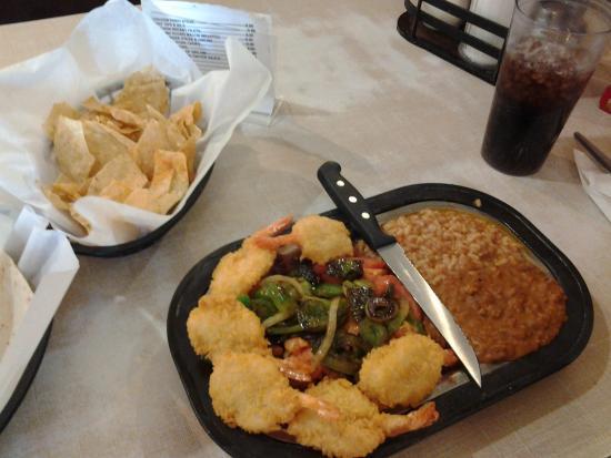 """Tatum, Nowy Meksyk: Steak and Seafood, """"Surf'nTurf"""""""