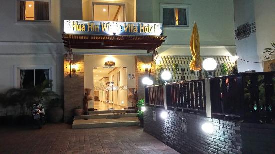 Hua Hin White Villa Hotel: 20160216_191934_LLS_large.jpg