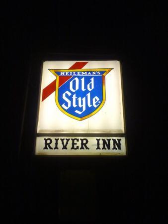 River Inn Bar : .....