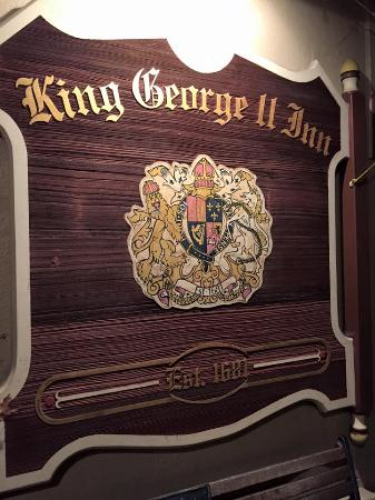 Bristol, Pensilvania: Entering the historic King George II Inn