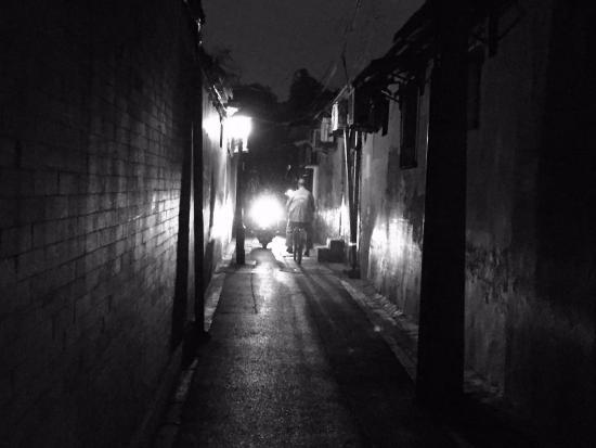 Red Lantern House: hutong street