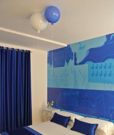 Camera da letto dell\'Appartamento Blue, il lampadario sono due ...