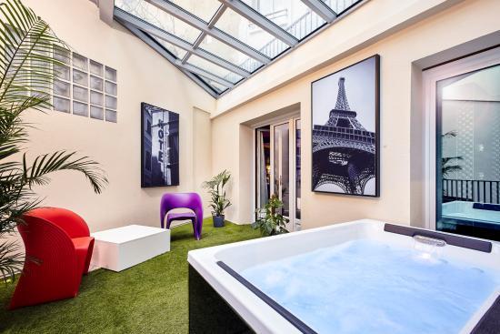Suite Planche Contact Et Son Jacuzzi Picture Of Hotel Declic