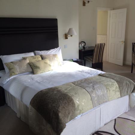 Hadlow Manor Hotel: photo1.jpg