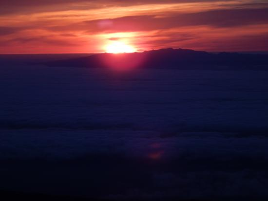 Canyon Tenerife: Sunrise behind Gran Canaria as seen from the Pico del Teide